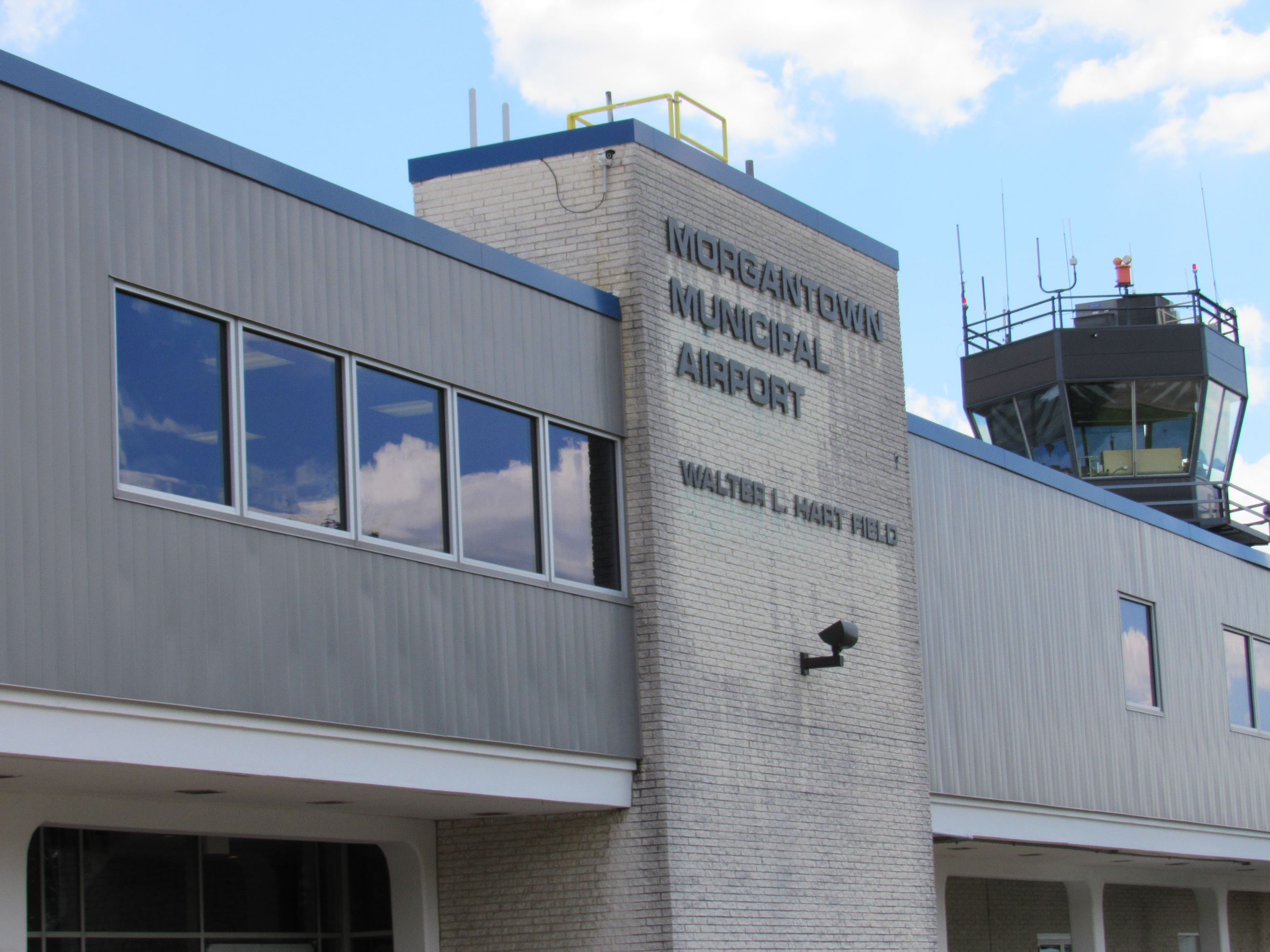 A picture of the Morgantown Municipal Airport terminal.